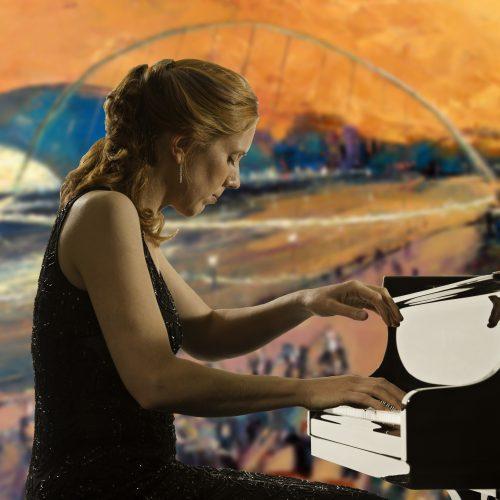 SARAH BETH BRIGGS - pianist;49 Queen's Gate Terrace;London, UK;29 September 2010;Credit: © CLIVE BARDA/ArenaPAL;